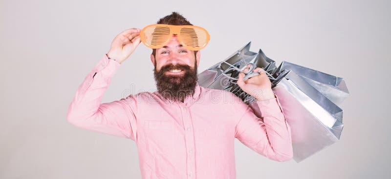 Κερδοφόρα διαπραγμάτευση Ψωνίζοντας εθισμένος καταναλωτής Πώς να πάρει έτοιμος για τις επόμενες διακοπές σας Γενειοφόρο hipster α στοκ εικόνα