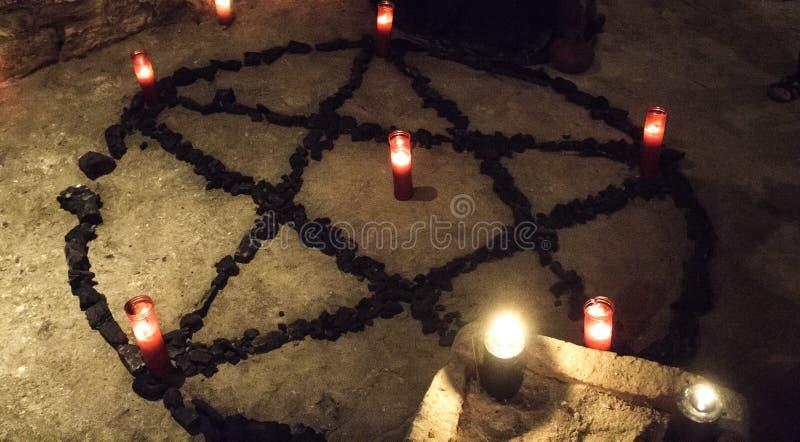 Κεριά δαιμόνων πεντάλφας στοκ φωτογραφία με δικαίωμα ελεύθερης χρήσης