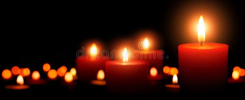Κεριά εμφάνισης, τέσσερις φλόγες στο πρώτο πλάνο στοκ εικόνες με δικαίωμα ελεύθερης χρήσης