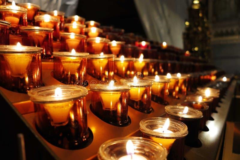 Κεριά στην εκκλησία στοκ εικόνες