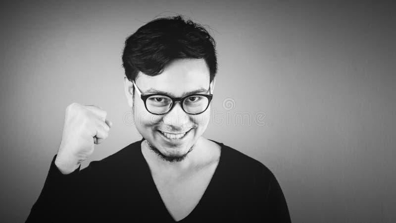 Κερδημένο ασιατικό άτομο σε γραπτό στοκ εικόνες
