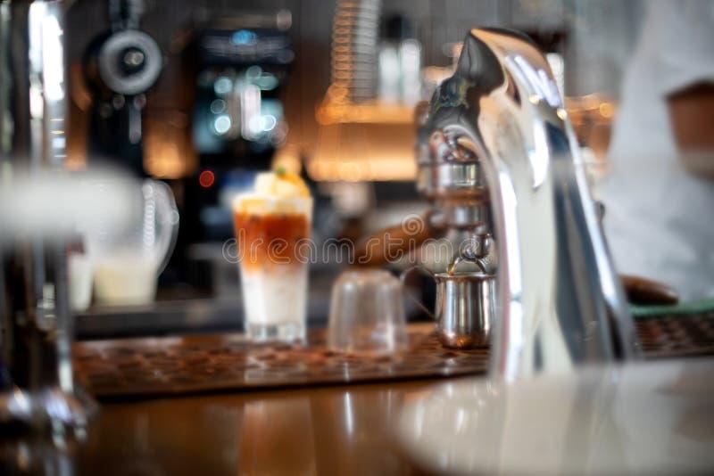 Κεφάλι κατασκευαστών καφέ στον καφέ στοκ φωτογραφία