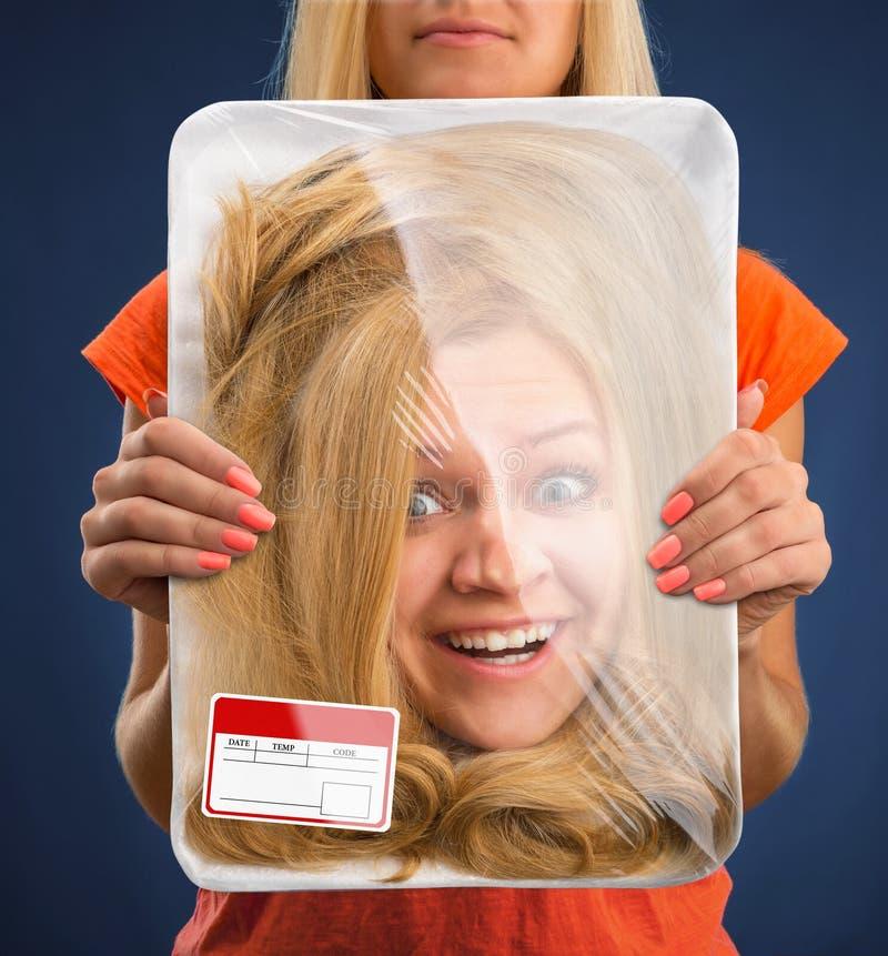 Κεφάλι στο δίσκο τροφίμων στοκ εικόνες με δικαίωμα ελεύθερης χρήσης