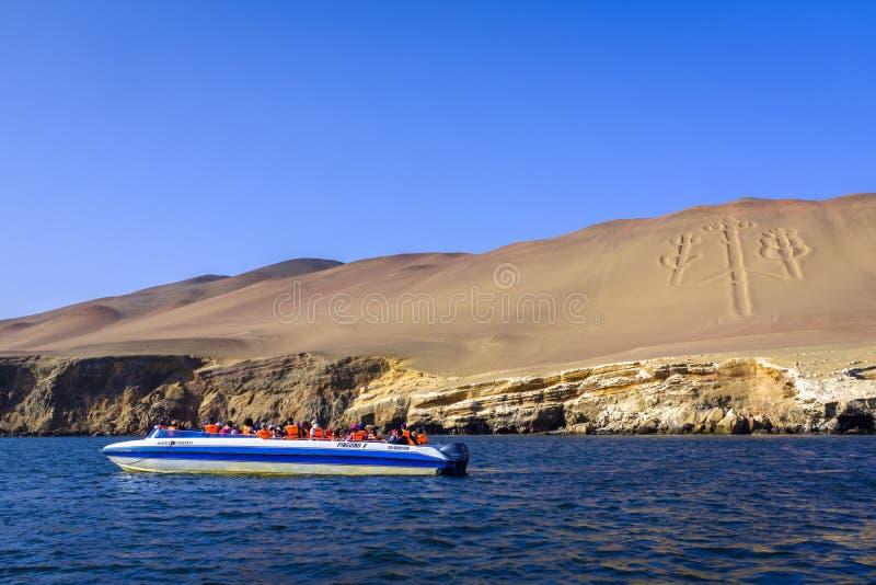 Κηροπήγια Paracas geoglyph στο Περού στοκ φωτογραφίες