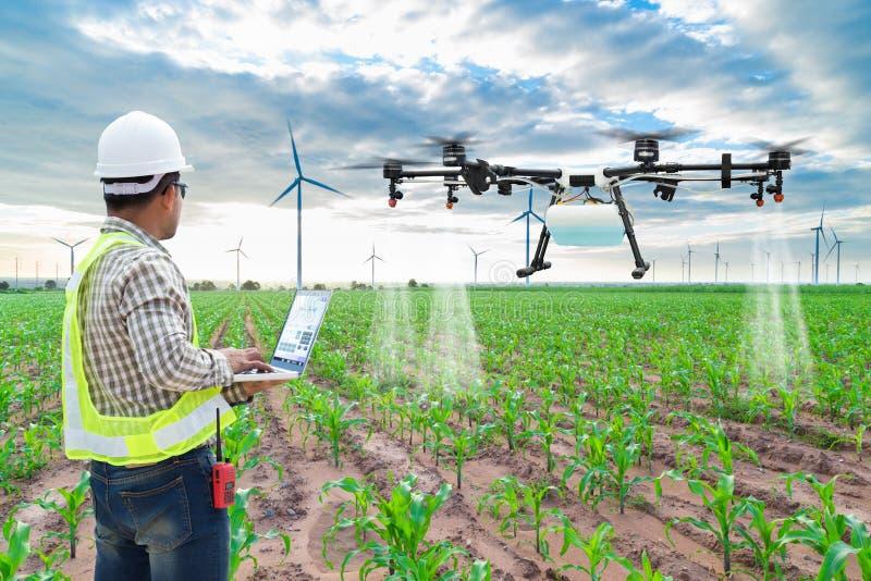 Κηφήνας γεωργίας ελέγχου υπολογιστών wifi χρήσης αγροτών τεχνικών στοκ φωτογραφία