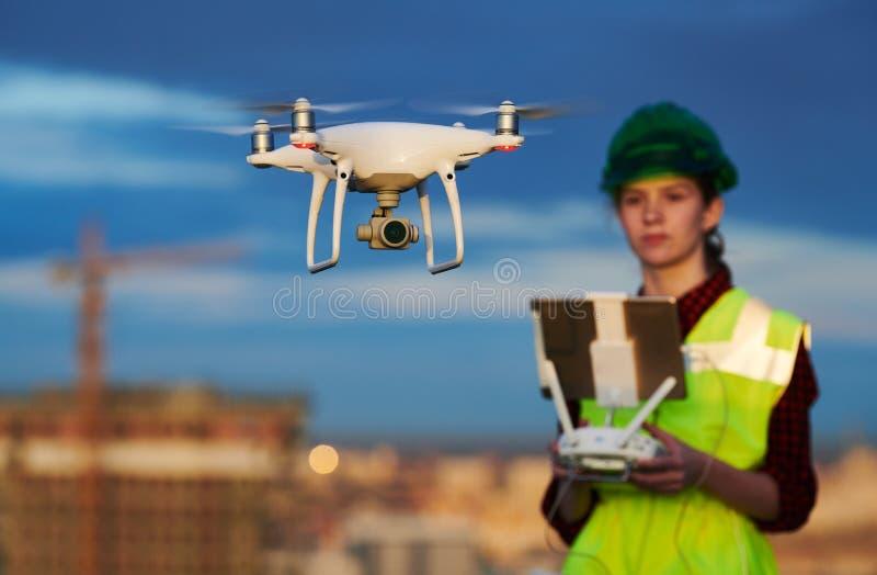Κηφήνας που χρησιμοποιείται από το εργάτη οικοδομών για το εργοτάξιο στοκ φωτογραφίες