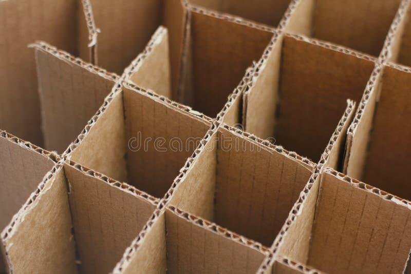 Κιβώτια χαρτοκιβωτίων για τα μπουκάλια Κενή συσκευασία χαρτονιού r Δέματα εγγράφου τεχνών στοκ εικόνες με δικαίωμα ελεύθερης χρήσης