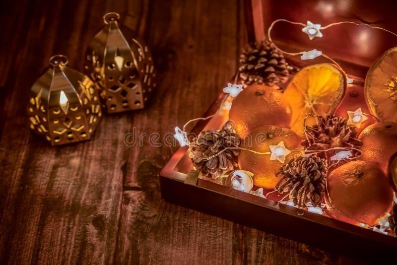 Κιβώτιο διάθεσης Χριστουγέννων με τα δώρα και τις εκπλήξεις στοκ φωτογραφία με δικαίωμα ελεύθερης χρήσης