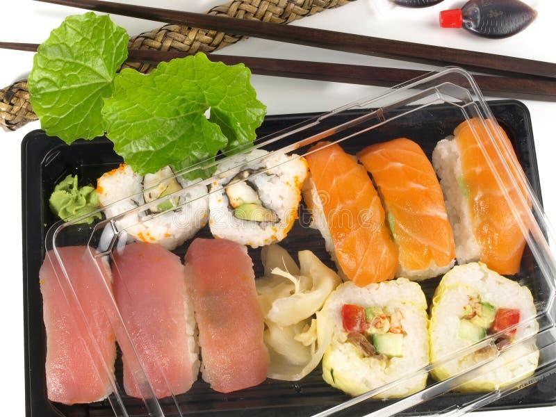 Κιβώτιο με τα διαφορετικά σούσια και Wasabi για take-$l*away στοκ εικόνα