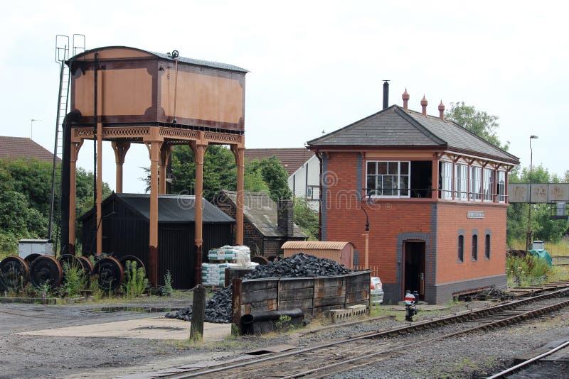 Κιβώτιο σημάτων και δεξαμενή νερού, σιδηρόδρομος κοιλάδων Severn στοκ φωτογραφία με δικαίωμα ελεύθερης χρήσης
