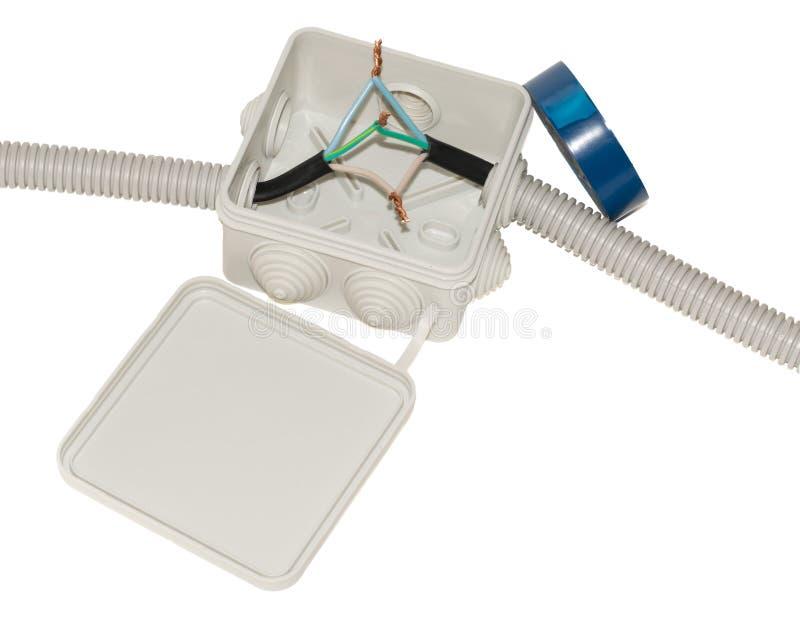 Κιβώτιο συνδέσεων για την ηλεκτρική καλωδίωση με τα καλώδια στοκ φωτογραφίες
