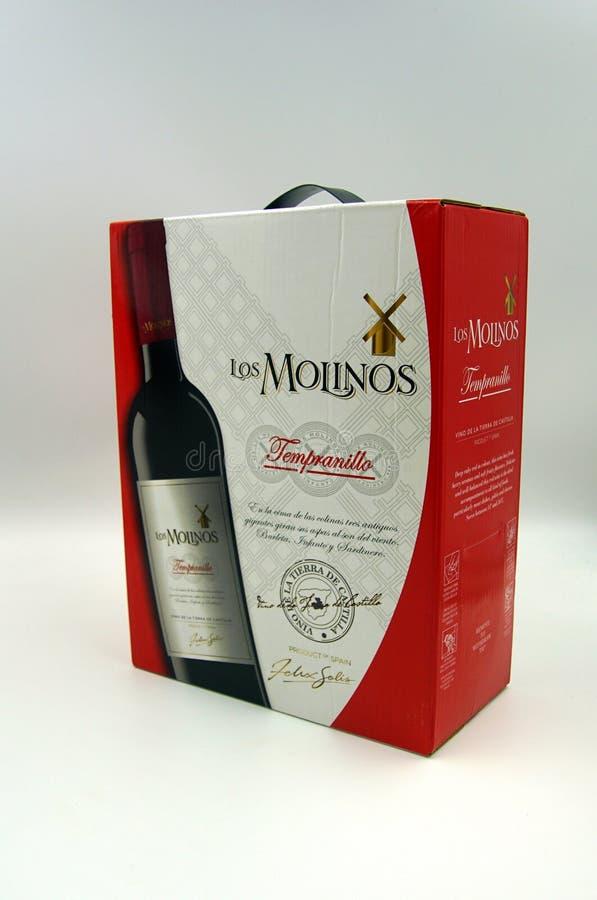 Κιβώτιο του κόκκινου κρασιού Los Molinos Tempranillo στοκ εικόνες