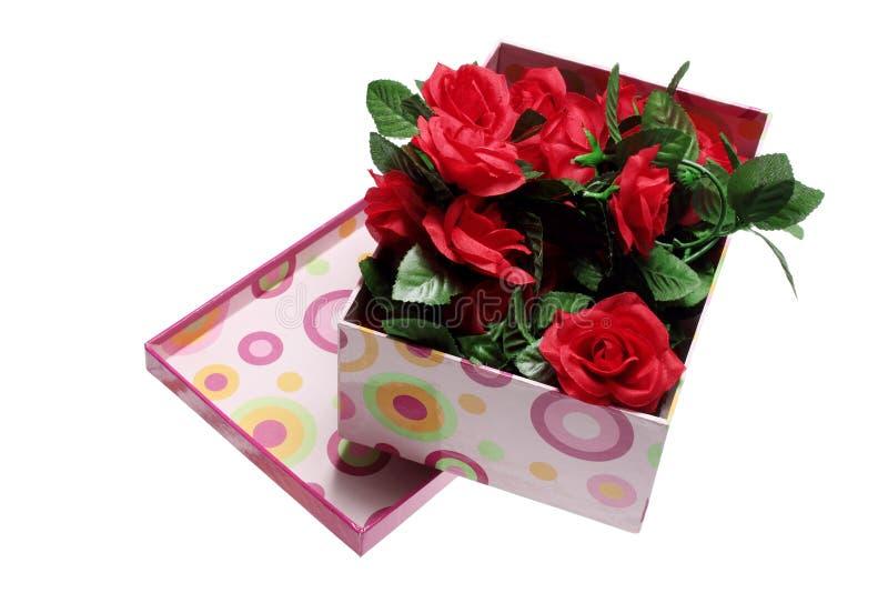Κιβώτιο των κόκκινων τριαντάφυλλων στοκ φωτογραφίες με δικαίωμα ελεύθερης χρήσης