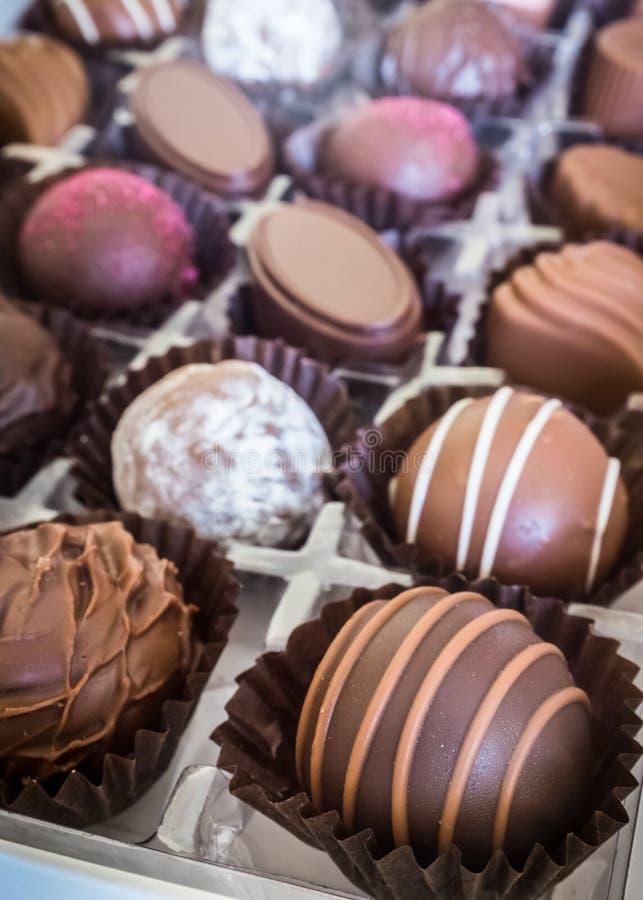 Κιβώτιο των χειροποίητων σοκολατών στοκ φωτογραφία με δικαίωμα ελεύθερης χρήσης