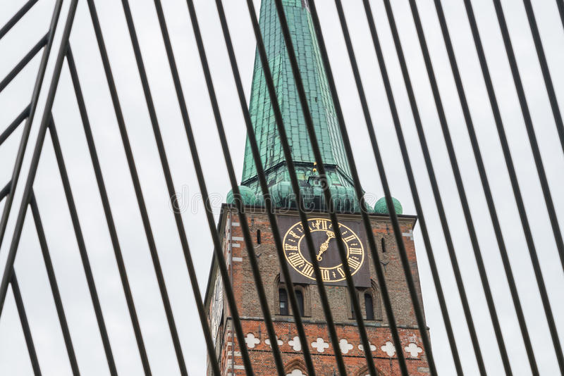 Κιγκλίδωμα σιδήρου στην πλατεία Koberg στο fron της εκκλησίας Αγίου Jakobi σε Luebeck, Γερμανία στοκ εικόνες