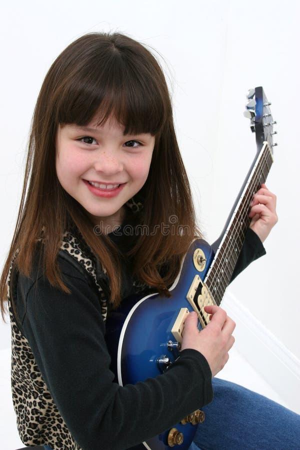 κιθάρα κοριτσιών στοκ εικόνες με δικαίωμα ελεύθερης χρήσης
