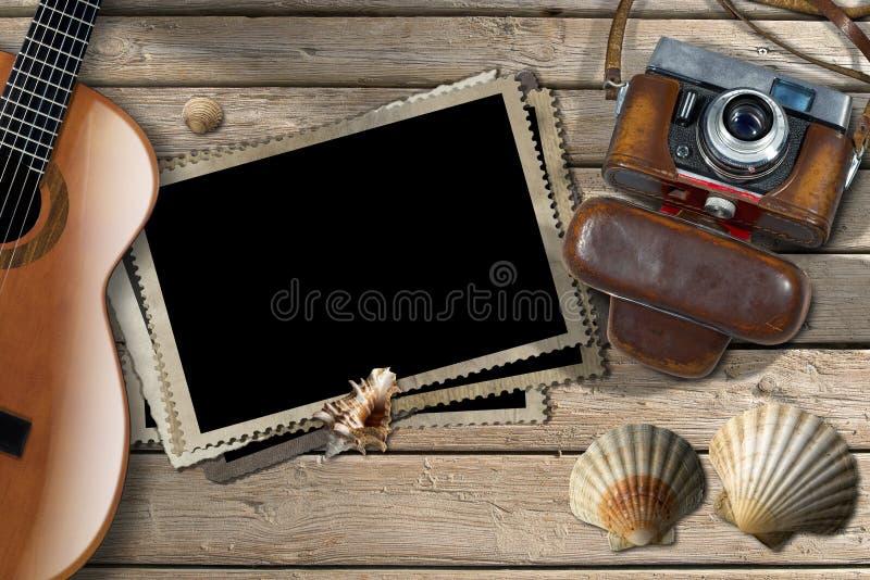 Κιθάρα - πλαίσια φωτογραφιών - κάμερα και θαλασσινά κοχύλια διανυσματική απεικόνιση