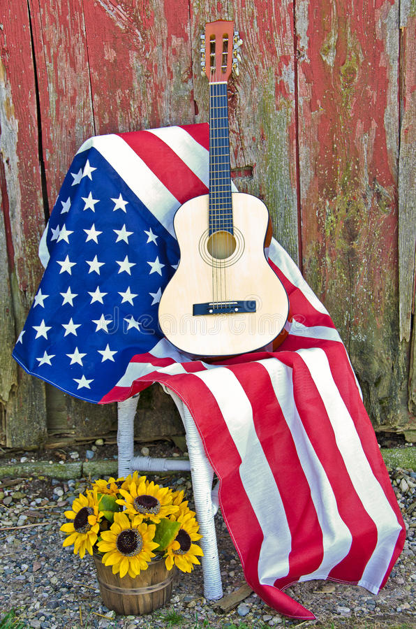 Κιθάρα στη αμερικανική σημαία στοκ φωτογραφία