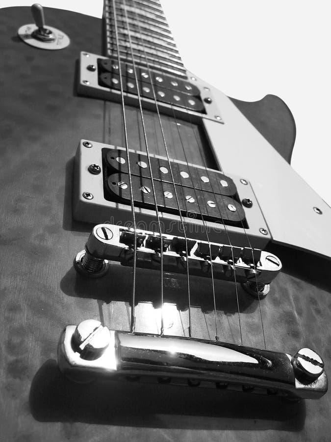 Download κιθάρα στοκ εικόνα. εικόνα από συντονίστε, ηλιοφάνεια, fretboard - 100113