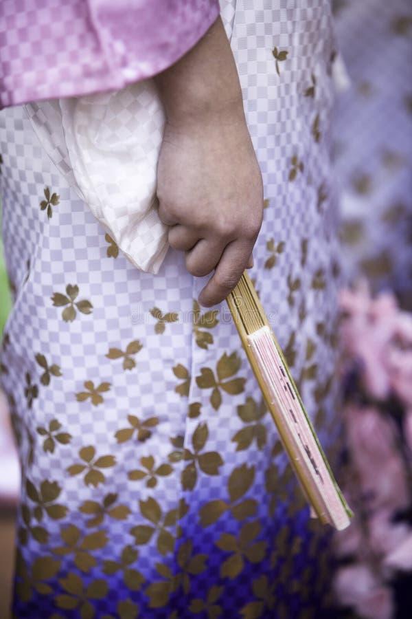 κιμονό ανεμιστήρων χορευ& στοκ εικόνα με δικαίωμα ελεύθερης χρήσης