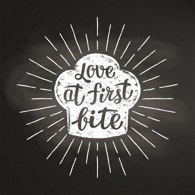 Κιμωλία τοκών αρχιμαγείρων ` s silhoutte με τις ακτίνες και την εγγραφή ήλιων - η αγάπη δαγκώνει καταρχάς - στον πίνακα ελεύθερη απεικόνιση δικαιώματος