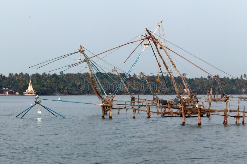 Κινεζικά δίχτυα του ψαρέματος στο Κεράλα στοκ εικόνες