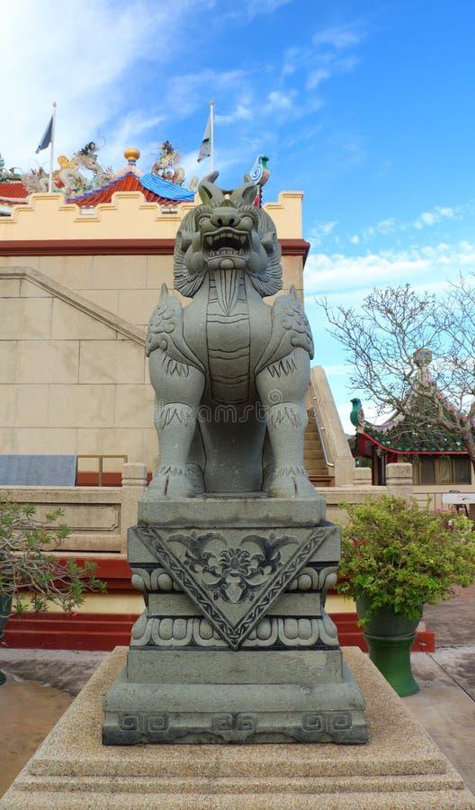 Κινεζικά αγάλματα λιονταριών στον κινεζικό ναό στοκ φωτογραφία