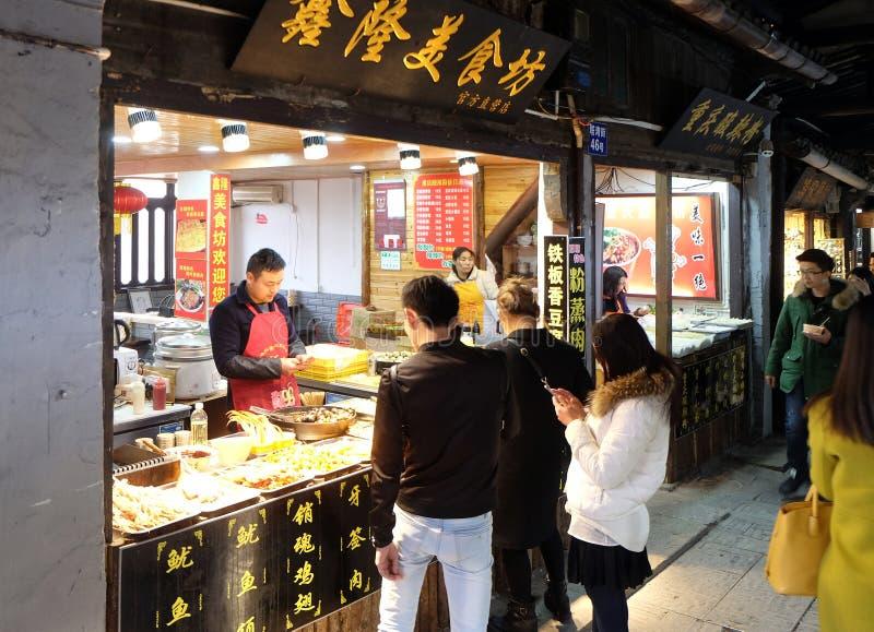 Κινεζικά εξωτικά τρόφιμα στην αγορά τροφίμων οδών στο χωριό Xitang νερού, που βρίσκεται στην επαρχία Zhejiang στοκ εικόνα με δικαίωμα ελεύθερης χρήσης