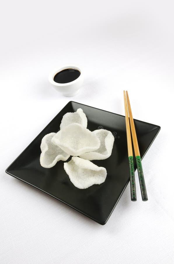 Κινεζικά τρόφιμα, κροτίδες γαρίδων στοκ εικόνα