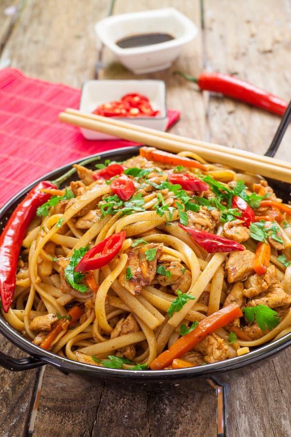 Κινεζικά τρόφιμα στο wok στοκ εικόνα με δικαίωμα ελεύθερης χρήσης