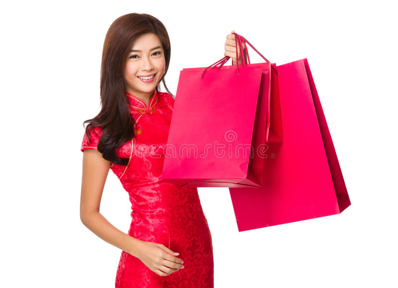 Κινεζική λαβή γυναικών με την κόκκινη τσάντα αγορών στοκ φωτογραφίες με δικαίωμα ελεύθερης χρήσης