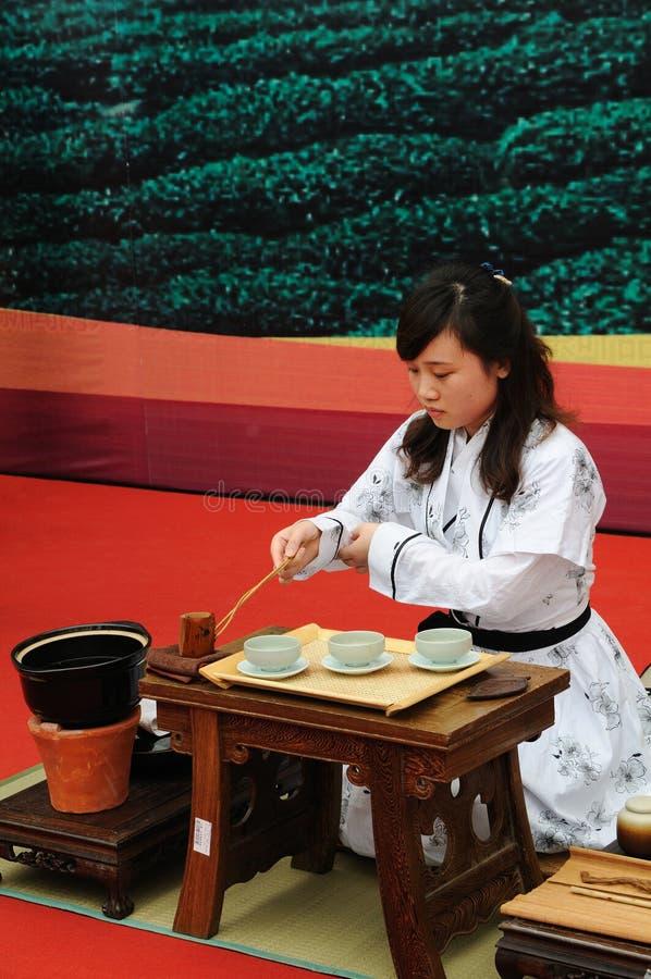 κινεζική επίδειξη που κατασκευάζει το τσάι στοκ εικόνες με δικαίωμα ελεύθερης χρήσης