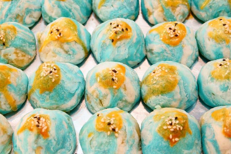 Κινεζική ζύμη, ταϊλανδικό κέικ, κέικ φεγγαριών ζύμης ρόλων ανοίξεων με τα καρύδια, mung φασόλι & κέικ αυγών στοκ εικόνες