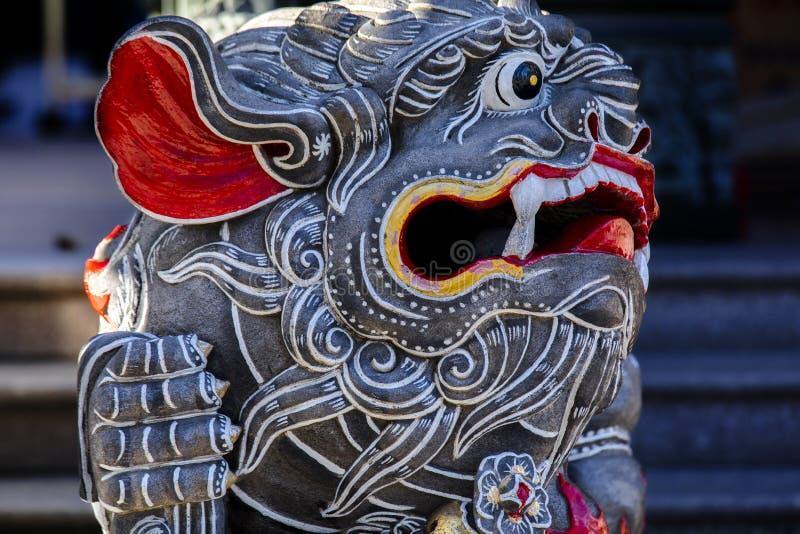 Κινεζική θρησκεία, πύλη ναών, προστάτης Άγιος, λιοντάρι πετρών στοκ εικόνες με δικαίωμα ελεύθερης χρήσης