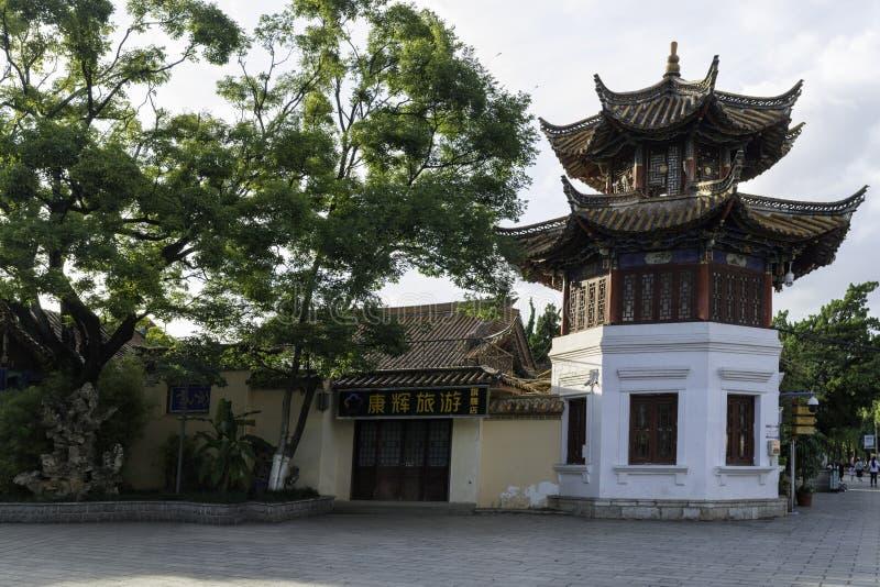 Κινεζική παραδοσιακή αρχιτεκτονική, ημέρα, εξαγωνικό κτίριο, αιχμηρή Î¿ στοκ εικόνα