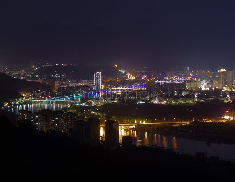 Κινεζική πόλη Longquan τη νύχτα στοκ εικόνα