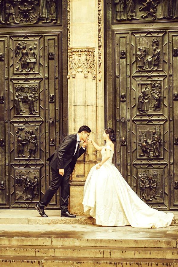 Κινεζικοί νεόνυμφος και νύφη στοκ εικόνες