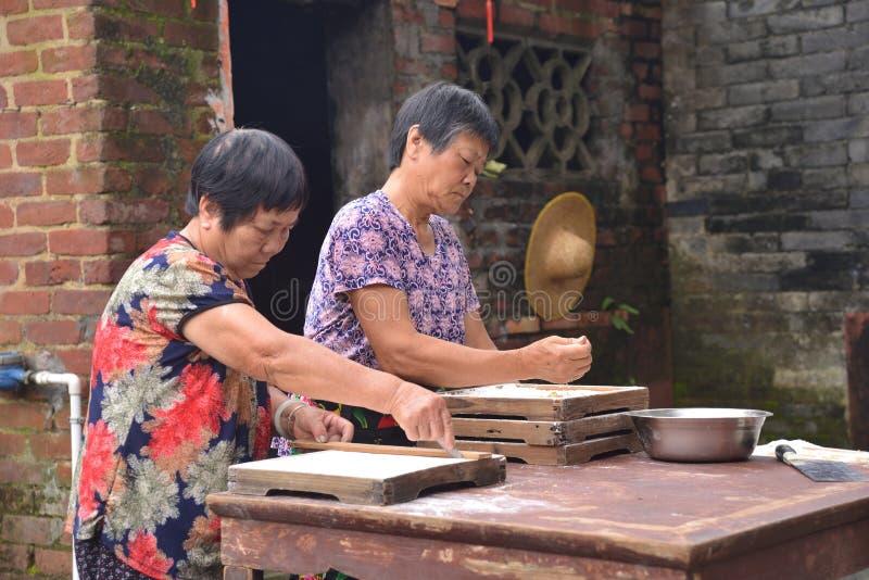 Κινεζικός τρόπος γυναικείας αγροτικός ζωής στοκ φωτογραφία με δικαίωμα ελεύθερης χρήσης