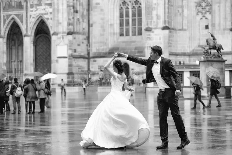 Κινεζικός χορός νεόνυμφων και νυφών στοκ εικόνα