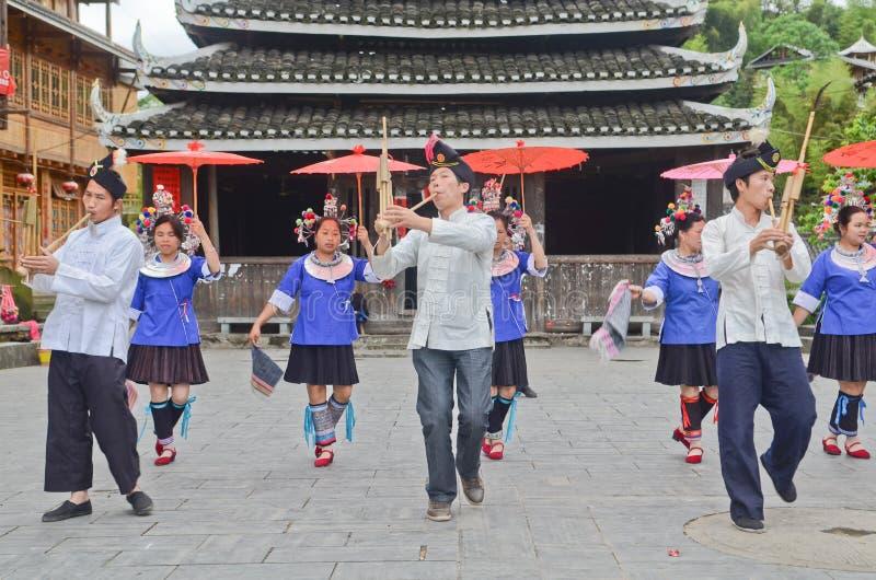 Κινεζικός χορός poeople μειονότητας στοκ φωτογραφία με δικαίωμα ελεύθερης χρήσης