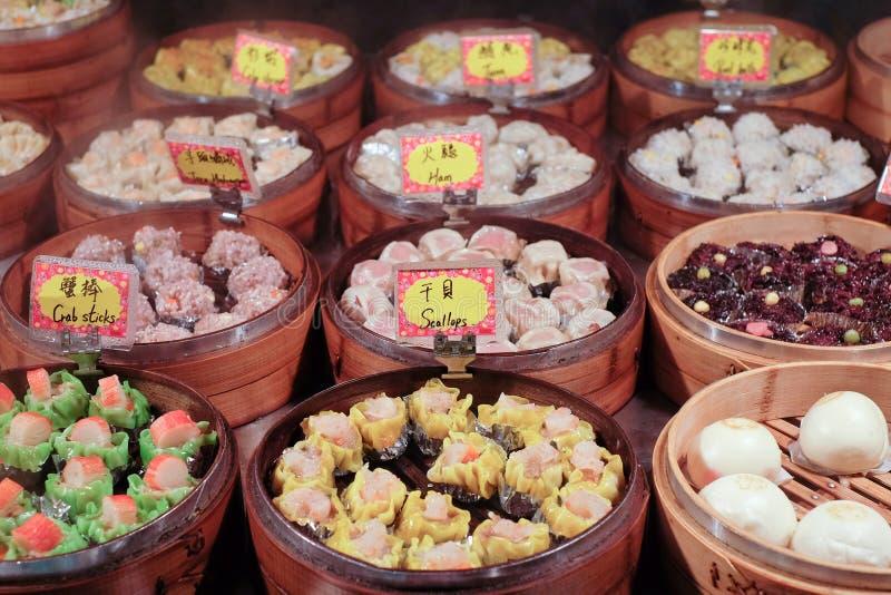 Κινεζικό βρασμένο στον ατμό τρόφιμα dimsum στα εμπορευματοκιβώτια μπαμπού παραδοσιακά στοκ φωτογραφία με δικαίωμα ελεύθερης χρήσης