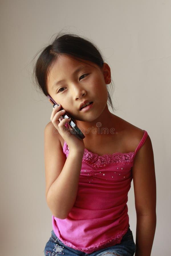 Κινεζικό κορίτσι στο τηλέφωνο στοκ φωτογραφία με δικαίωμα ελεύθερης χρήσης