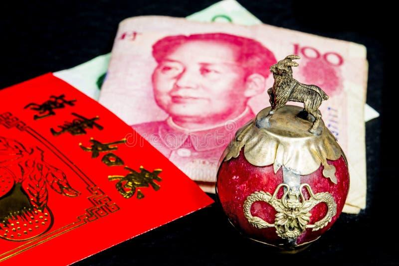 Κινεζικό νέο Si Lai φακέλων έτους με τα χρήματα στοκ εικόνες