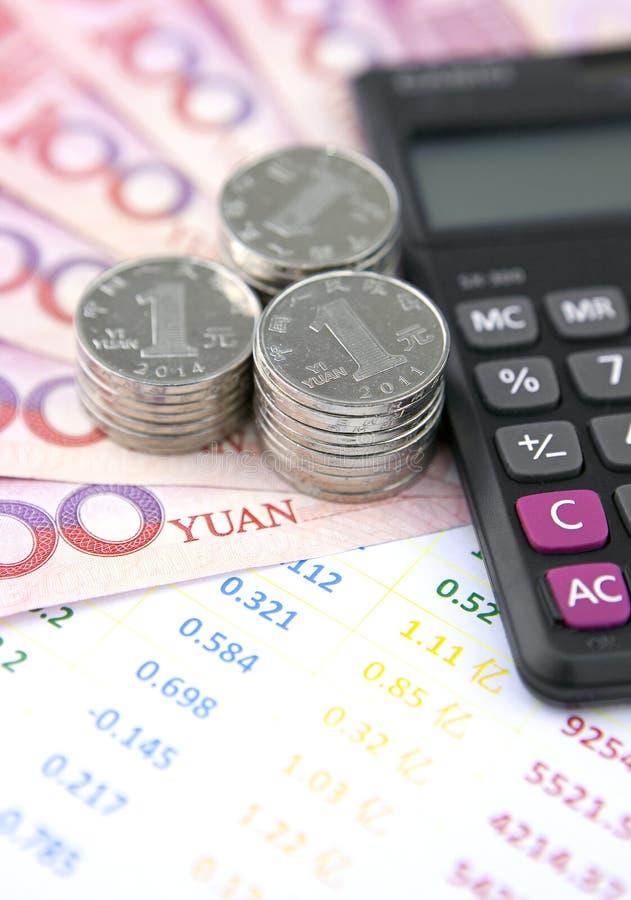 Κινεζικό νόμισμα, λογιστικοί λογαριασμοί και υπολογιστής στοκ φωτογραφία