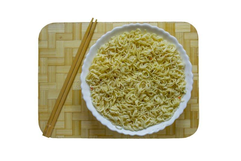 Κινεζικό πιάτο των νουντλς και chopsticks στοκ εικόνες