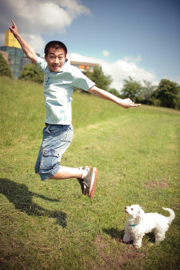 κινεζικό σκυλί αγοριών στοκ εικόνες