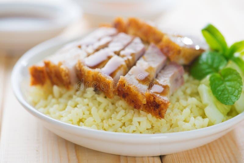 Κινεζικό τριζάτο ψημένο ρύζι χοιρινού κρέατος κοιλιών. στοκ φωτογραφία