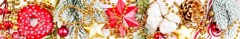 Κινηματογράφηση σε πρώτο πλάνο διακοσμήσεων Χριστουγέννων Ζωηρόχρωμη σύνθεση συνόρων στοκ εικόνες