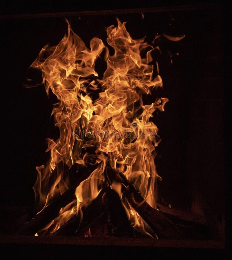 Κινηματογράφηση σε πρώτο πλάνο μιας φωτιάς στοκ φωτογραφία με δικαίωμα ελεύθερης χρήσης