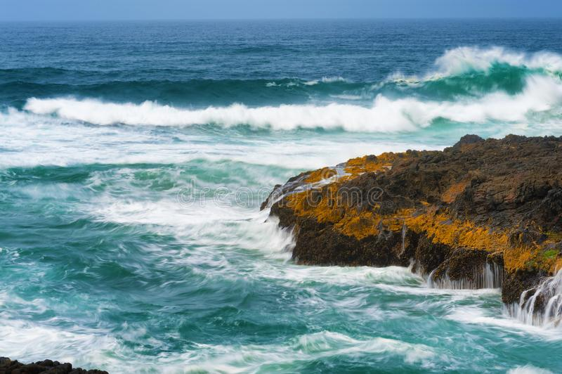 Κινηματογράφηση σε πρώτο πλάνο να αναδεύσει τα κύματα στο καρδάρι διαβόλων στοκ φωτογραφία με δικαίωμα ελεύθερης χρήσης